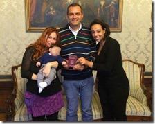 Bimbo con due madri e Luigi De Magistris
