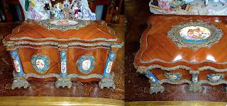 Красивая шкатулка из палисандра. Франция ок.1850 г. Украшена расписным фарфором и бронзовым орнаментом. 44/30/20 см. 3500 евро.
