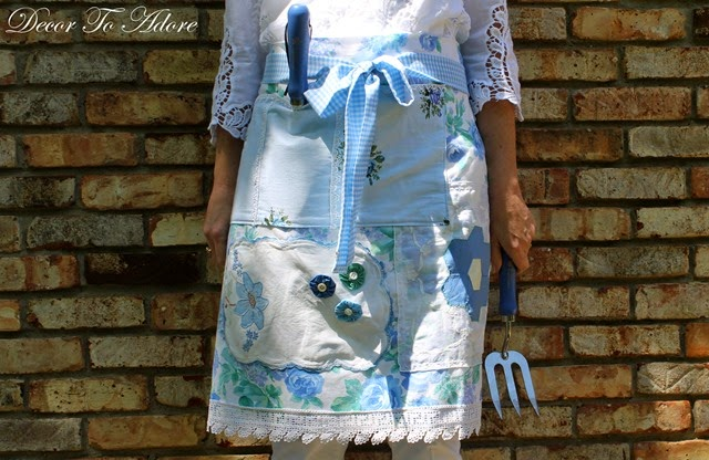 Eleanor's Aprons 030-001