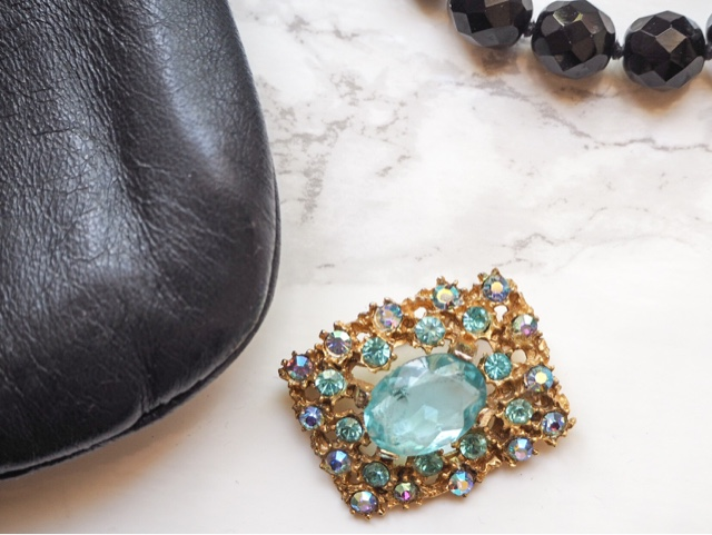 uk-fashion-blog-vintage-fashion-monthly-subscription-box-style-by-portobello-vintage-jewellery-accessories-bag-scarf-portobello-road-market