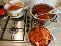 making pelatti, drying tomatoes