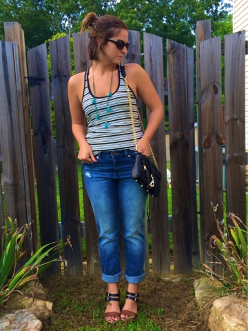 how to wear boyfriend jeans, boho chic, tassel necklace