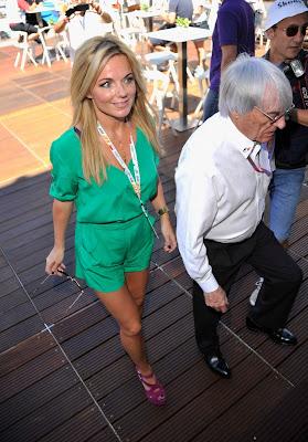 Джерри Холливел и Берни Экклстоун идут по Red Bull Energy Station на Гран-при Монако 2011