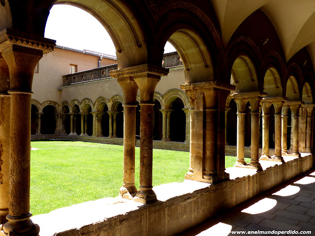 claustro-monasterio-avellanes-lleida.JPG