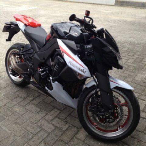 Moge Kawasaki Bekas Z1000