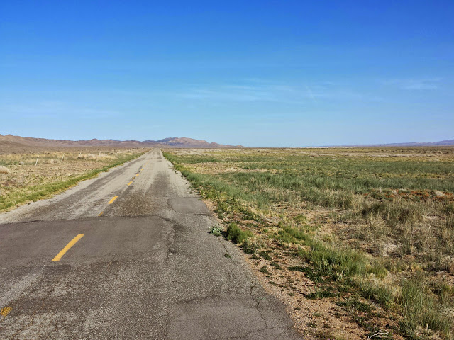Heading north, off-route, along Soda Lake Rd to explore an alternate route. Since I was just touring the route, Erin asked if I would try an alternate way to head west into the Sierra Madres.