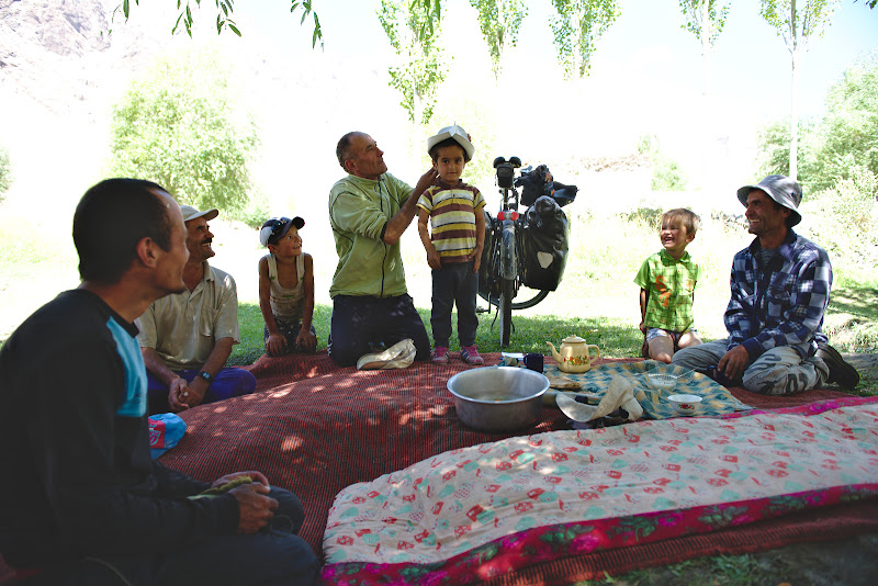 The hospitality of the pamiris is legendary, especially in the remote villages from the area. Fresh bread, butter, tea and the seasonal apricots are quickly layed out in the shadow.