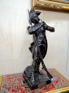 """Пара подписных скульптур из бронзы """"Солдаты французской армии"""" 19-й век. Высота 60 см."""