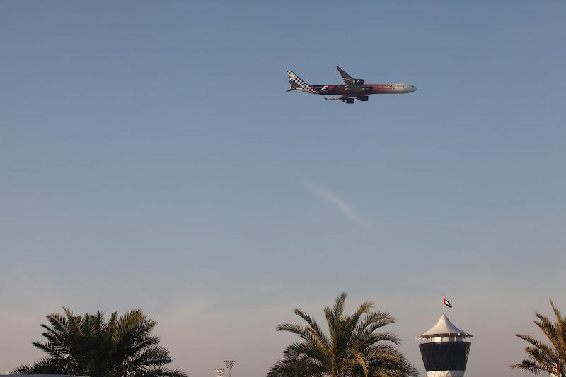самолет Etihad Airways в раскраске Гран-при Абу-Даби 2011