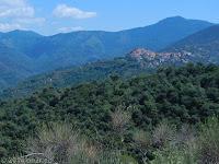 Der Ort Perinaldo im heißen und hügeligen Hinterland. www.google.de/maps/place/18032+Perinaldo+Imperia,+Italien/@43.8893243,7.4950378,10.29z