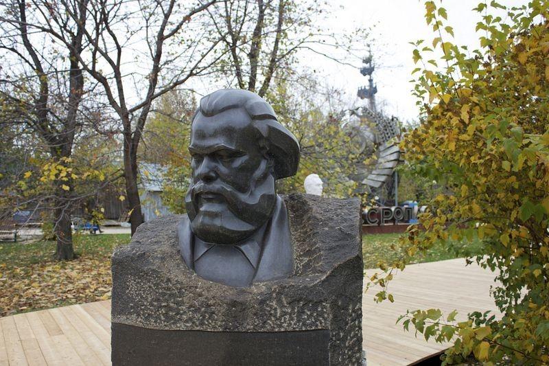 fallen-monument-park-2