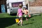 Nosimy wodę do naszego basenu