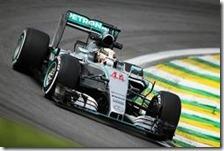 Lewis Hamilton nelle prove libere del gran premio del Brasile 2015