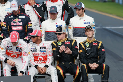 Дженсон Баттон Льюис Хэмилтон Кими Райкконен Ромэн Грожан Камуи Кобаяши Серхио Перес на фотоссессии Гран-при Австралии 2012