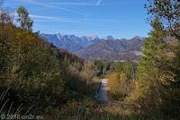 Hoch zur Forcella di Pala Barzana (840m). Westrampe. Schön schmal.
