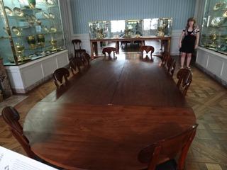 2015.08.08-005 table dans le musée Napoléon