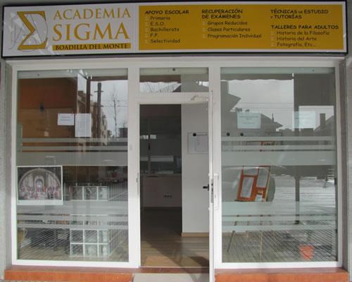 Entrada a la Academia Sigma en Boadilla del Monte