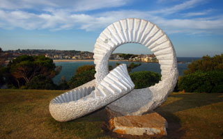 Intertwined loops, Sculpture by the Sea
