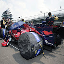 Crew members working on the the racing car of Scott Speed (USA/ Scuderia Toro Rosso)