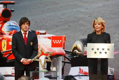 Фернандо Алонсо и Эсперанса Агирре в Мадриде 19 декабря 2011