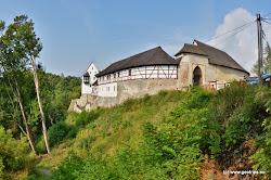 Ostroh, německy zvaný Seeberg, je původně románským ministeriálním hradem z konce 12. století, který byl přestavěn v gotickém a renesančním slohu.