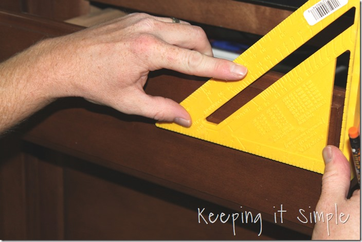 how-to-install-kitchen-cabinet-hardware (12)