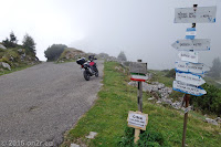 Auf der Dosso Alto-Höhenstrasse. Auf dem Passo del Dosso Alto.