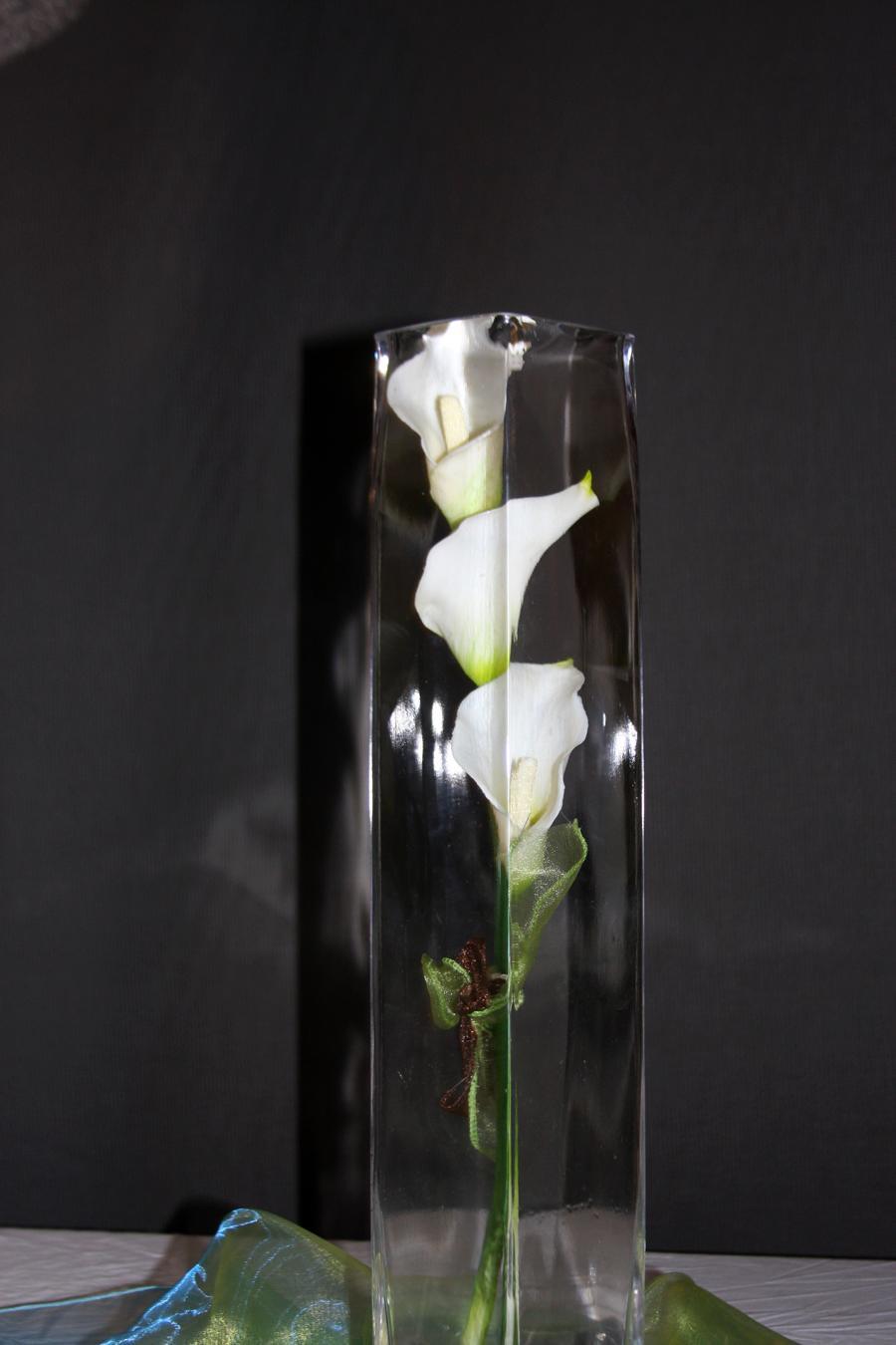Three calla lilies were tied