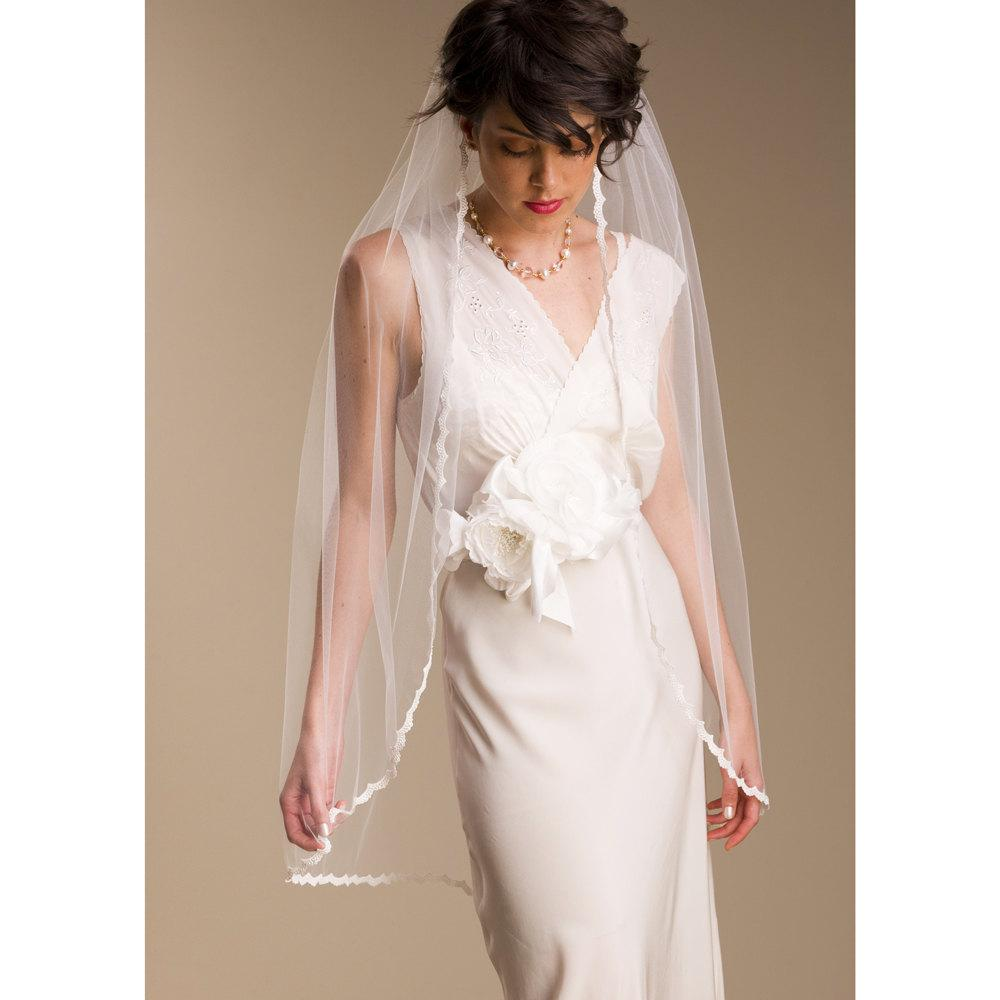 Bridal lace Veil Fingertip Tulle Ivory Diamond White White