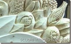 scultura in legno frutta
