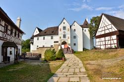 Turisticky oblíbeným místem je rovněž hrad Seeberg v obci Ostroh ležící asi 5 km sz. od Františkových Lázní.