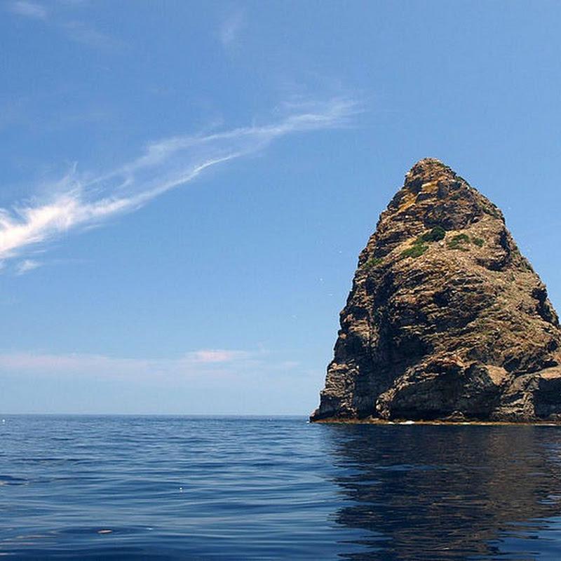 Jabuka, The Magnetic Island