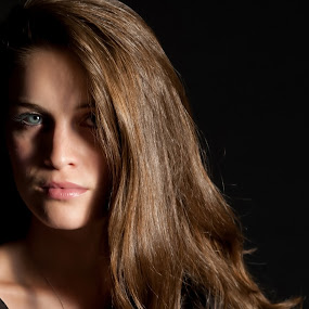 Portrait of a Young Woman by Melanie Metz - People Portraits of Women ( face, female, woman, beautiful, beauty, portrait )