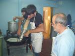 Iván haciendo churros
