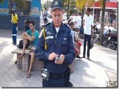 Guarda Municipal de Araruama Aplicando Multa