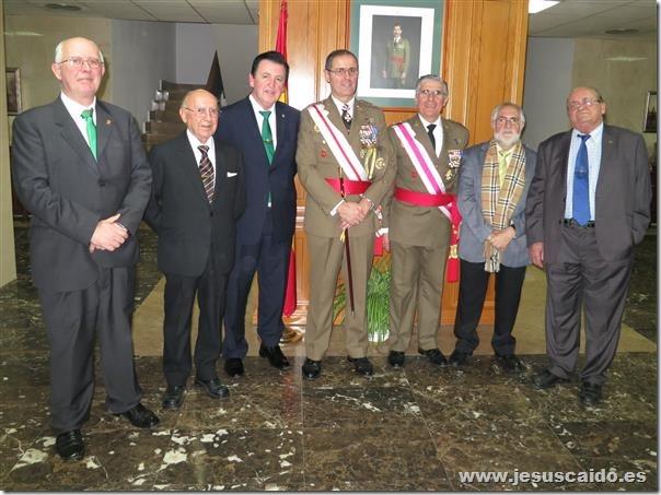 La representación de la Cofradía con los generales Palacios y Conde de Arjona