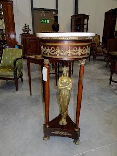 Столик для цветов в стиле Ампир. 19-й век. Красное дерево, резная золочёная бронза. Бронзовая скульптура. 45/120 см. 6900 евро.