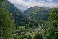 Lukmanierpaß, Nordrampe. Kurz vor Disentis. Ein Blick zurück in die Schlucht des Wildbachs Rein da Medel.
