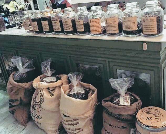 烘焙者咖啡Roaster Family Coffee - 總公司現場滿滿咖啡豆.jpg