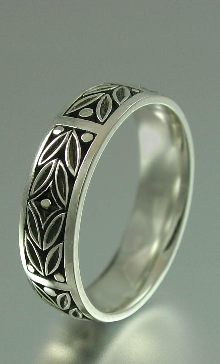 EVERGREEN LAUREL wedding band