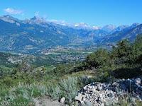 Von Vars auf der Nordrampe hoch zum Col de Vars (2109 m). Blick hinunter auf den Ort Vars.