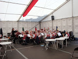 Orkest De Vriendenkring (voor de muzikale noot).