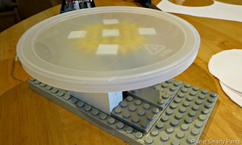 Lego-Spin-Art-Step3-Attach-Lid
