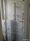 Cabine en douche geplaatst