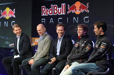 Эдриан Ньюи Кристиан Хорнер Себастьян Феттель Марк Уэббер на презентации Red Bull RB9 3 февраля 2013