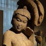 Divinité à l'arbre (salabhanjika). Madhya Pradesh ou Râjasthân. 10e - 11e s. Grès. MA 3176.
