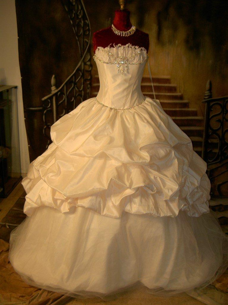 winter wedding dress with