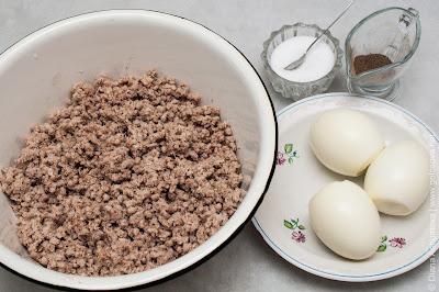 отварная свинина и вареные яйца