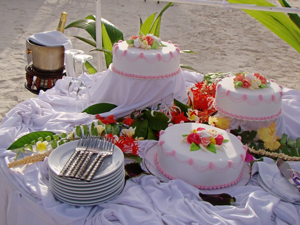 seeing beach wedding cake