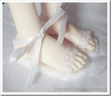 Bjd wearing lace sandals